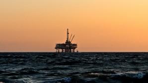 Εξέδρα πετρελαίου σε θάλασσα