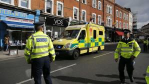 Σύμφωνα με την Daily Mail η μοτοσικλέτα της αστυνομίας, προπορευόταν από το