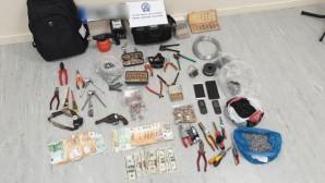 αντικείμενα που βρέθηκαν κατά τις έρευνες της αστυνομίας