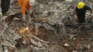 επιχείρηση διάσωση στο κτίριο που κατέρρευσε