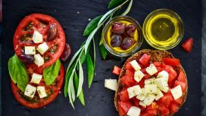 Ντομάτα με φέτα και λάδι