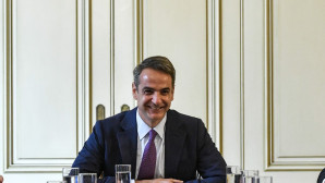 Ο Κυριάκος Μητσοτάκης σε σύσκεψη