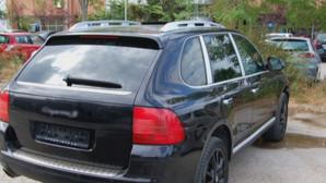 Κύκλωμα μετέφερε παράνομους μετανάστες με πολυτελές αυτοκίνητο
