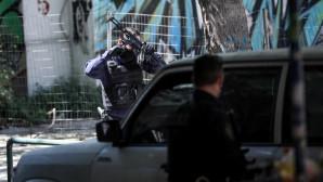 Οπλισμένοι αστυνομικοί σε δράση