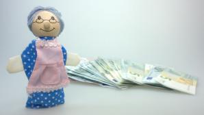 Γιαγιά-κουκλάκι και χρήματα