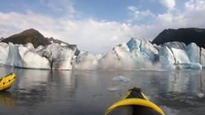 παγετώνας καταρρέει στην Αλάσκα