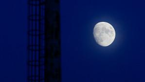 Στιγμιότυπο με το φεγγάρι τρεις μέρες πριν την πανσέληνο