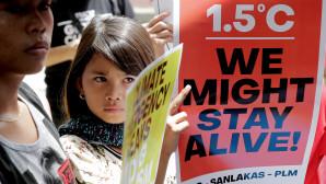 μαθητές διαδηλώνουν για την κλιματική αλλαγή