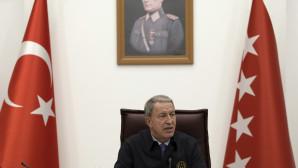 ο Τούρκος Υπουργός Άμυνας, Χουλουσί Ακάρ
