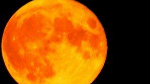 Πορτοκαλί φεγγάρι