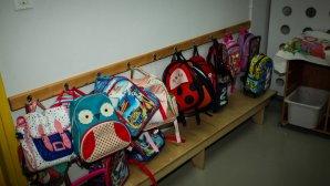 Τσάντες μαθητών σε παιδικό σταθμό