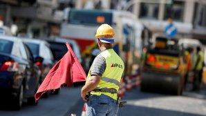 εργάτης σε δρόμο