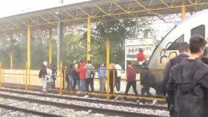 Σχολική διαμαρτυρία εμποδίζοντας τρένο του ΟΣΕ