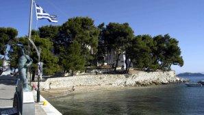 ελληνική σημαία στη Σκιάθο