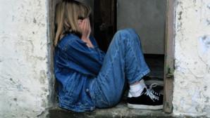 κοριτσάκι που κλαίει