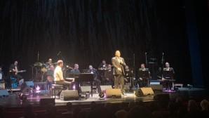 Αντώνης Ρέμος  και Guy Manoukian επί σκηνής