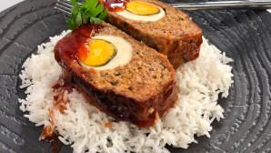 ρολό με αυγό και σάλτσα BBQ