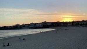 Πορτοκαλί ο ουρανός στο Σίδνεϊ-Μαίνονται οι πυρκαγιές