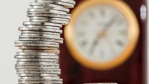Κέρματα και ρολόι