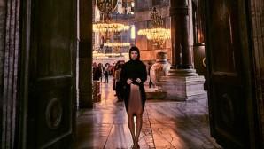 Η Bελγίδα Μαρίζα Παπέν  φωτογραφίζεται γυμνή στην Αγιά Σοφιά