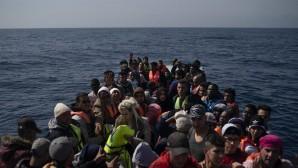 Πρόσφυγες σε βάρκα