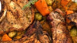 χοιρινές μπριζόλες με γλυκοπατάτες και λαχανάκια Βρυξελλών