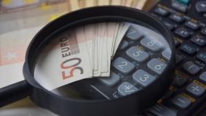 Χρήματα σε πληκτρολόγιο
