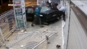 Ταύρος: Η στιγμή που οι διαρρήκτες ρίχνουν με φόρα το ΙΧ στο παντοπωλείο