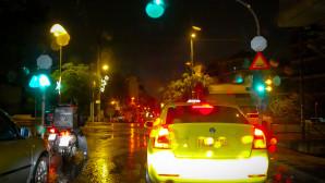 βροχή στον δρόμο
