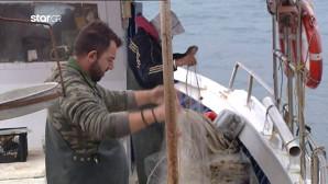 Ψαράς στην ιχθυόσκαλα της Βάρκιζας