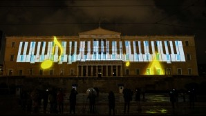 Projection Mapping στη Βουλή απεικονίζει ένα πιάνο