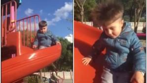 Ο μικρούλης με τα μαλλιά σηκωμένα