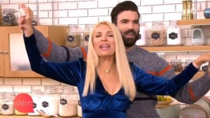 Ελένη ΜενεγάκηΕλένη Μενεγάκη: Χόρεψε τσιφτετέλι στην εκπομπή!