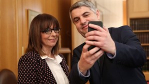 Κωνσταντινόπουλος Σακελλαροπούλου selfie