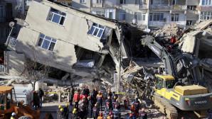 κατεστραμμένο σπίτι από τον σεισμό
