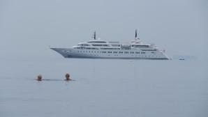 Γλυφάδα: Κολυμβητές Στη Θάλασσα