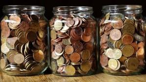 Κέρματα σε βάζα