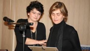 Η Εύη Ορφανού, Πρόεδρος του Συλλόγου «Μαζί για ζωή»  και η Κούλα Αρμουτίδου