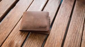 Πορτοφόλι στο τραπέζι