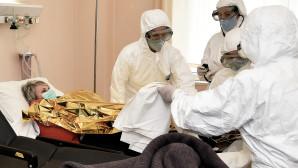 γιατροί με στολή πρόφύλαξης από κορωνοϊό
