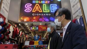 καταστήματα στο Χονγκ Κονγκ και πολίτες με μάσκες