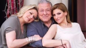 Ο Κώστας Βουτσάς με τις κόρες του Σάντρα και Θεοδώρα