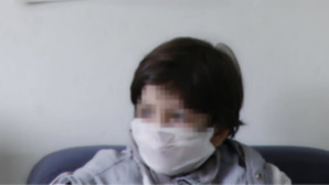 Αγοράκι με μάσκα