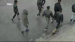 Μόρια - Αφγανοί με ρόπαλα