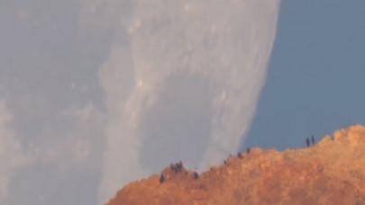 To φεγγάρι κρύβεται πίσω από το ηφαίστειο Τέιδε