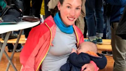 Μαραθωνοδρόμος θηλάζει το μωρό της
