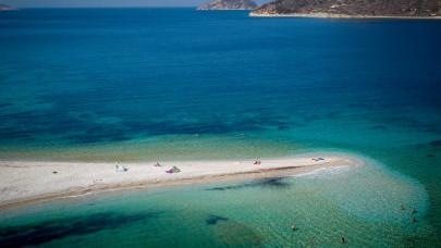 H παραλία του Αγίου Παύλου στην Αμοργό