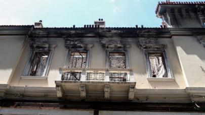 ζημιές σε κτίριο στην Αθήνα από τον σεισμό