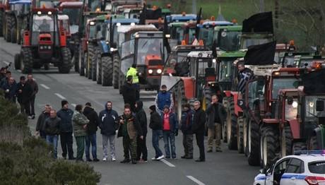 Ζεσταίνουν τα τρακτέρ: Ετοιμάζονται για ΜΠΛΟΚΑ από Ιανουάριο οι αγρότες!