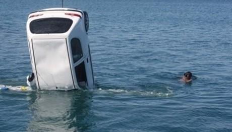 Έπεσε αυτοκίνητο στο λιμάνι της Ραφήνας